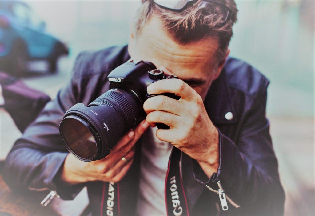 Een fotograaf dat een foto maakt met een Canon camera.